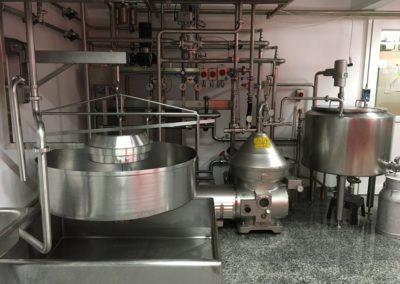 Milchannahme mit Pastanlage, Zentrifuge und Mehrzweckerhitzer